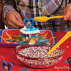 Mickey Mouse Cupcake Decorating Idea