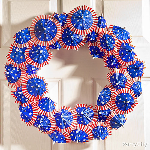 DIY 4th of July Cocktail Umbrella Wreath How To