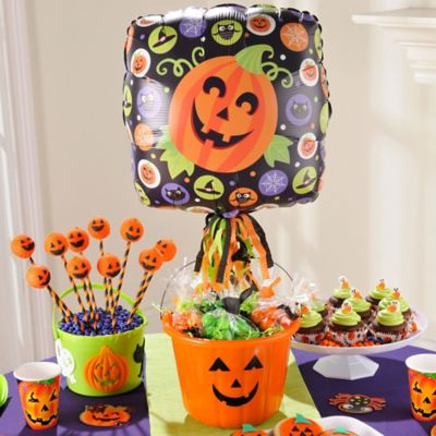 Halloween Balloon and Favor Bucket Idea