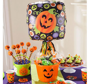 Halloween Balloon and Favor Bucket Idea