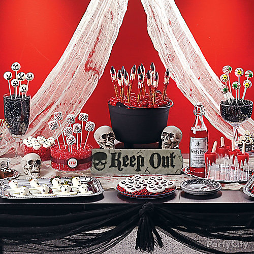 scary halloween sweets treats table idea
