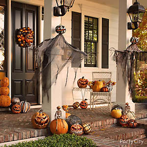 Scary Pumpkin Halloween Porch Idea
