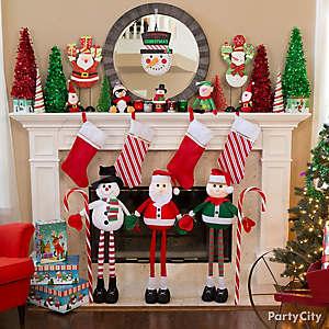 Friendly Christmas Mantel Decorating Idea