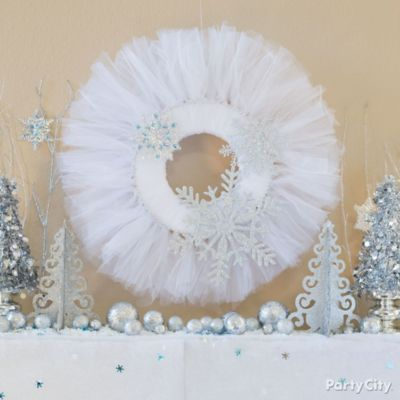 Holiday Tulle & Snowflakes Wreath DIY