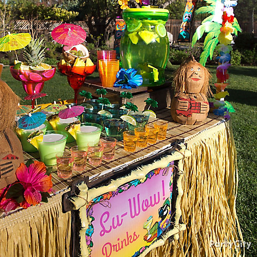 Raffia Luau Table Idea
