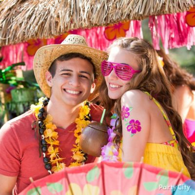 Tropical Tiki Photo Booth Idea