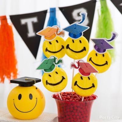 Kids Graduation Smiley Lollipop Idea