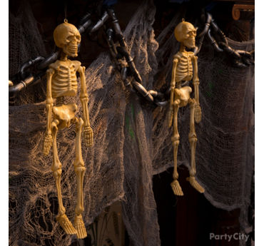 Skeletons and Chains Garland Idea