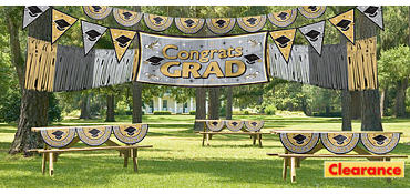 Black & Gold Graduation Outdoor Decorating Kit